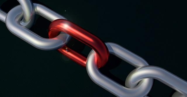 Cadena con un eslabón de color rojo. Creación de enlaces-Linkbuilding para SEO